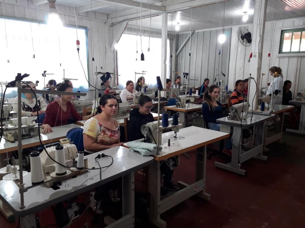 Ibema inicia mais um curso de costureiro industrial do vestuário