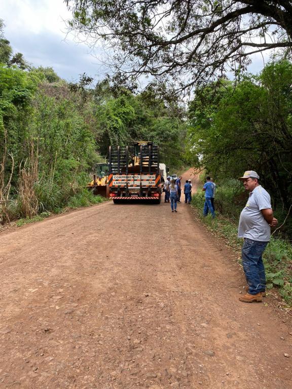 Prefeita Viviane acompanha início dos trabalhos de readequação da Estrada Rural da Linha Cristópolis e Linha Gaúcha