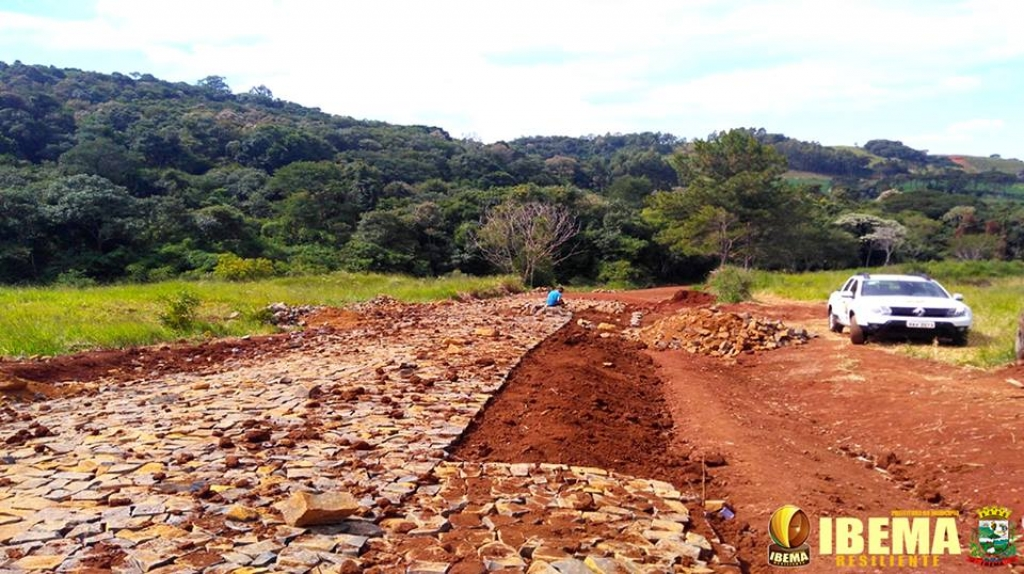 Ibema pavimenta acesso de Pouso Alegre à BR-277