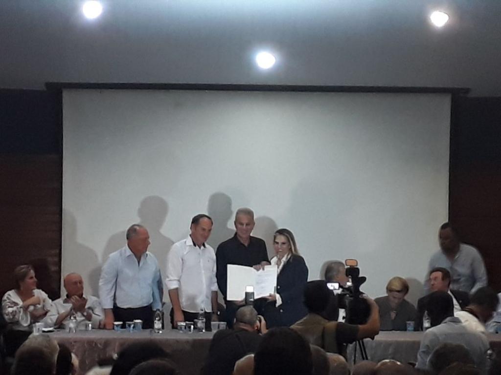 Ibema assina parceria com Estado para asfalto